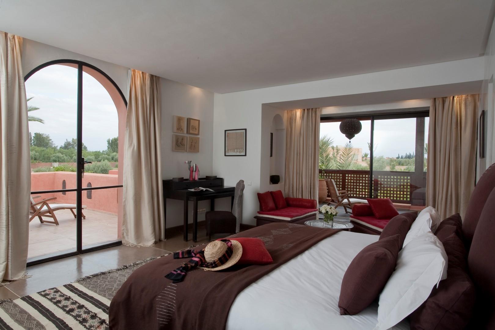 Villa jardin berb re location d 39 une villa de luxe marrakechviaprestige marrakech for Salon berbere moderne