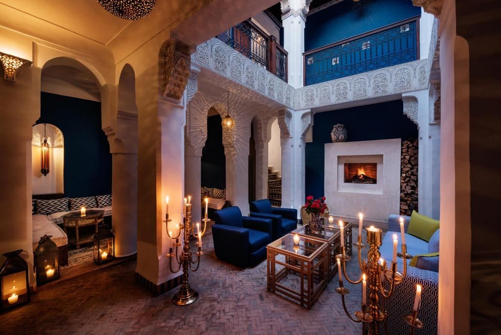 https://www.booking.com/hotel/ma/riad-les-yeux-bleus.fr.html