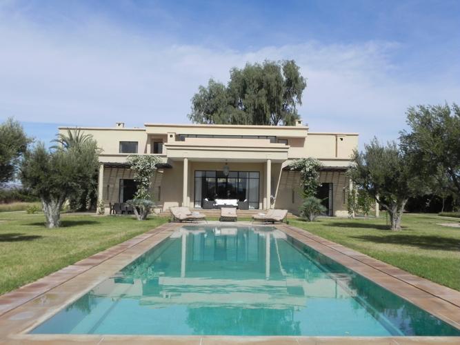 Une villa marrakech palmeraie villa palmarinoviaprestige marrakech for Maison prestige a louer