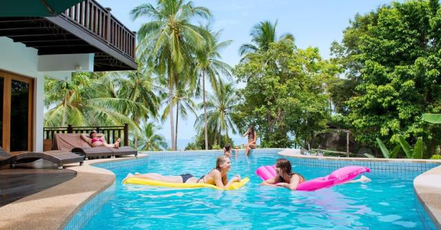 Location d 39 une maison marrakech en familleviaprestige for Hotel fes piscine